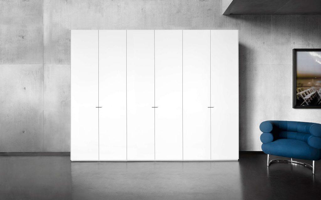 charmant design kleiderschrank auf rollen zeitgen ssisch. Black Bedroom Furniture Sets. Home Design Ideas